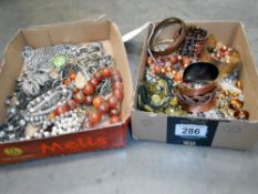 A tray of assorted costume jewellery