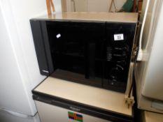 A Toshiba microwave oven model no ER-7700E