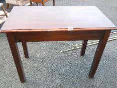 A good quality dark wood table 95 x 73 x 50 cm