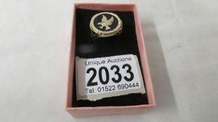 A gold ring designed as an eagle on onyx stone with fancy openwork sides in 9ct gold, 5 grams,