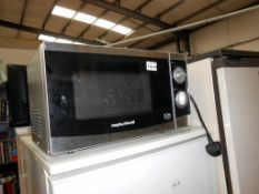 A Morphy Richards 800w microwave oven