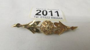 A vintage gold brooch, 5.2 grams, unmarked but possibly 14ct as matches lot 2010.