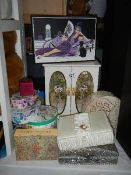 A mixed lot of jewellery boxes etc.