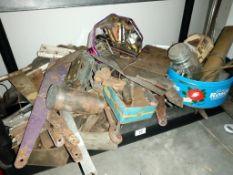 A large lot of brass/copper/aluminium hinges, brackets etc.