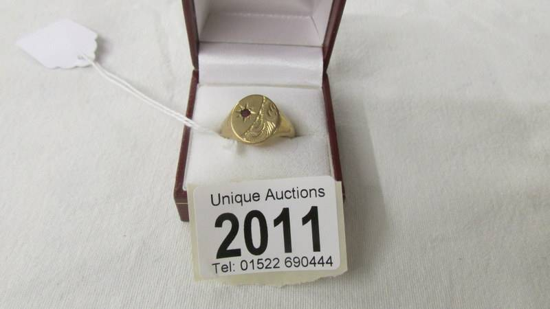 A 375/9ct gold signet ring, size R, 7.9 grams.