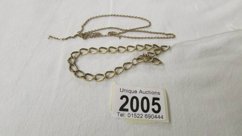 A 9ct gold bracelet and a fine linked gold chain, a/f. 12 grams.