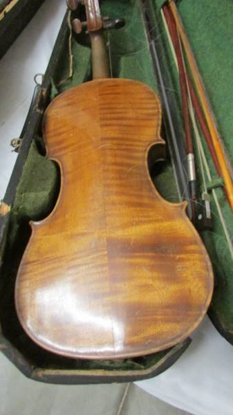 An old violin with bows in case, a/f. - Image 3 of 4