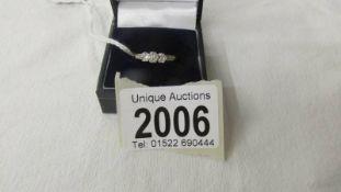 A 375 (9ct) gold ring set 3 diamonds (0.25), size M.
