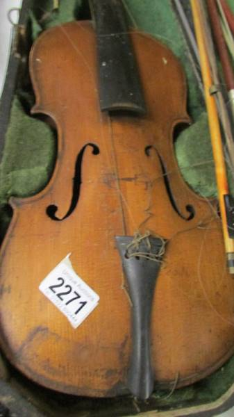 An old violin with bows in case, a/f. - Image 2 of 4