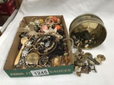 A mixed lot of costume jewellery etc.