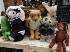 A mixed lot of soft toys including Teddy bears.