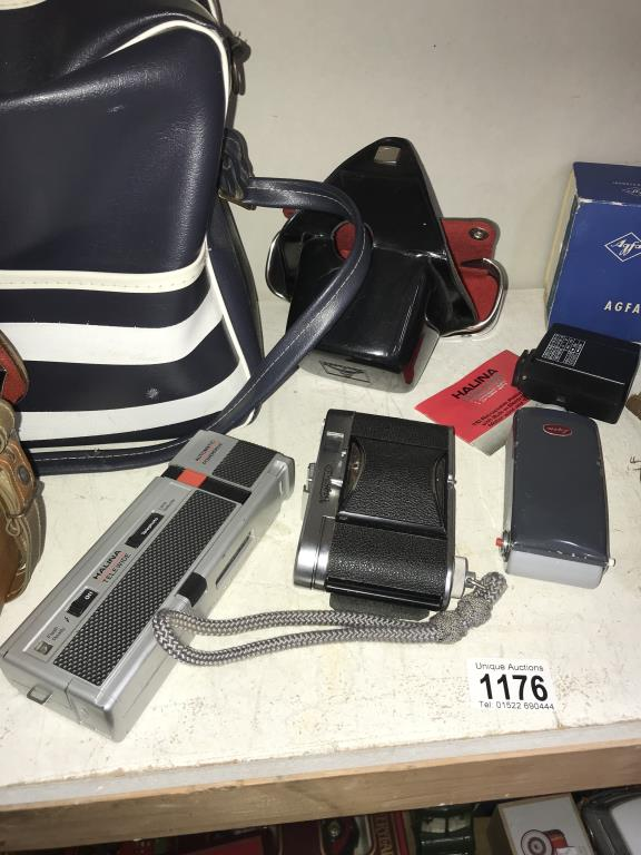 A quantity of vintage camera's & accessories including Bolex Paillard, Voigtlander color skopar etc. - Image 3 of 4