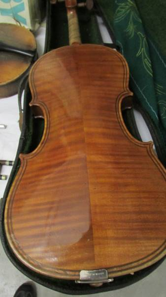 A cased violin, a/f. ****Condition report**** Size; 14. - Image 3 of 4