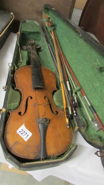 An old violin with bows in case, a/f.