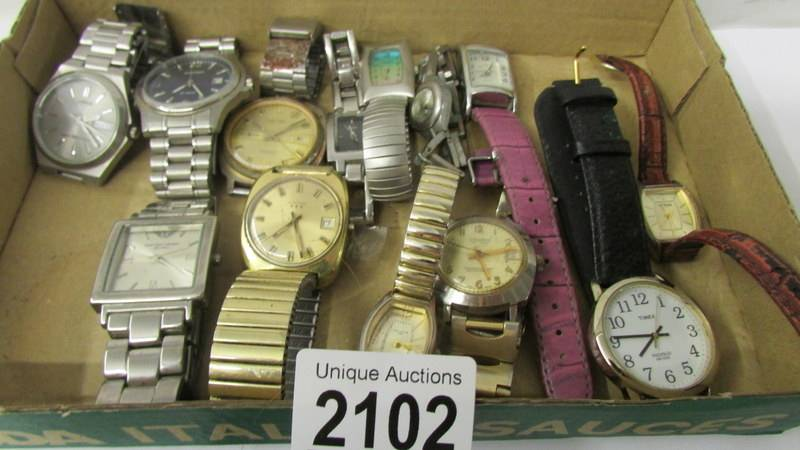 A mixed lot of ladies and gent's wrist watches. - Image 2 of 3