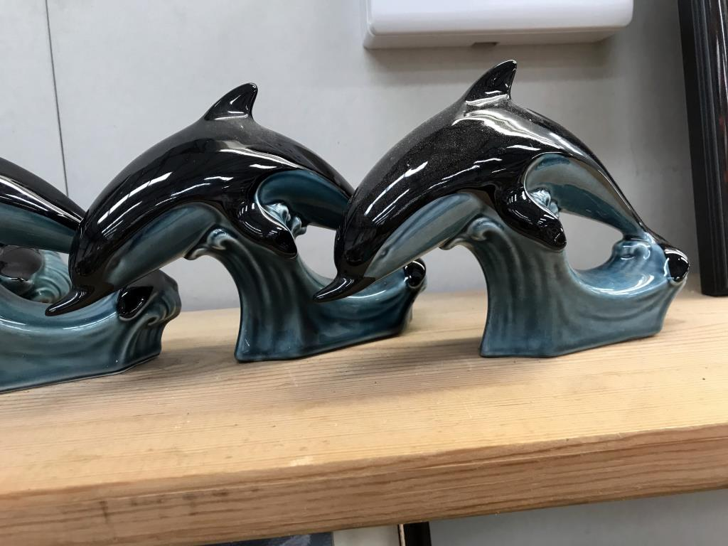 A large Poole dolphin & 3 smaller dolphins (1 base A/F) - Image 3 of 4