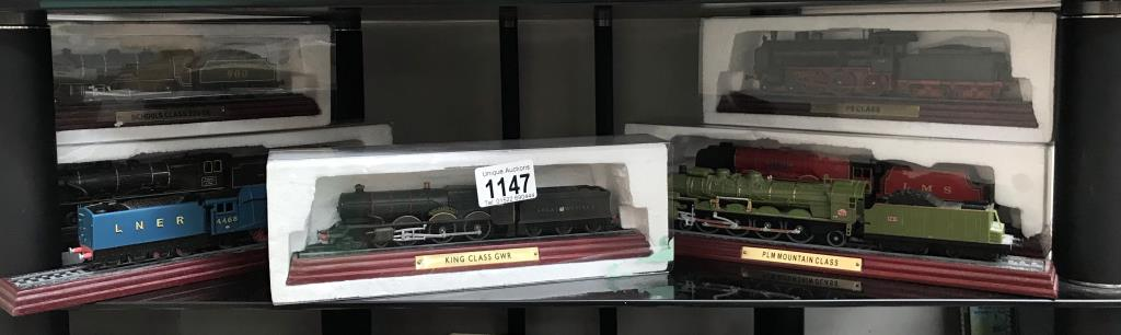8 x '00' gauge replica model steam trains (5 boxed & 3 unboxed ornamental locomotives)