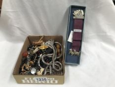 A mixed lot of costume jewellery
