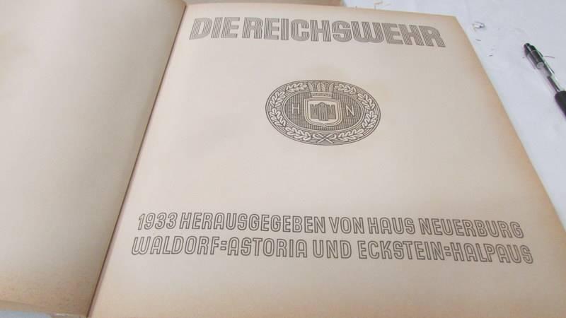 A 1933 'Die Reichswehr' German military cigarette card album, complete. - Image 2 of 10