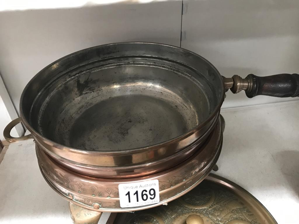 A vintage copper fondue saucepan on stand & a small copper pan - Image 2 of 4