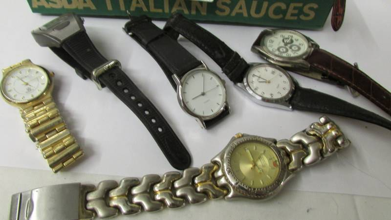 A mixed lot of ladies and gent's wrist watches. - Image 3 of 3