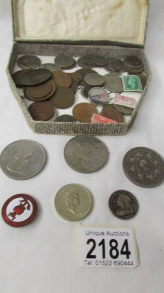 A mixed lot of coins including 1993 £5, crowns, commemorative £2 coin etc.