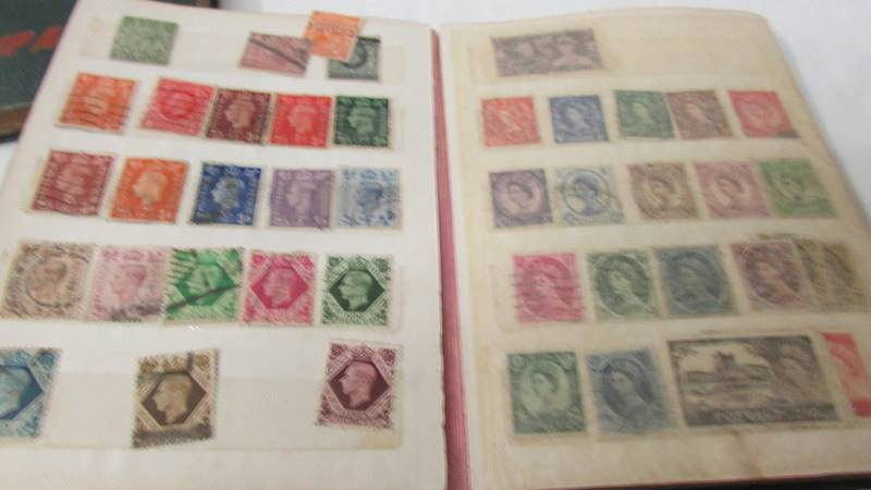 Two small albums of world stamps including India, China, Canada, UK etc. - Image 12 of 14