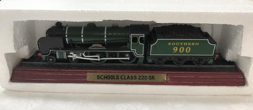 8 x '00' gauge replica model steam trains (5 boxed & 3 unboxed ornamental locomotives) - Image 8 of 10