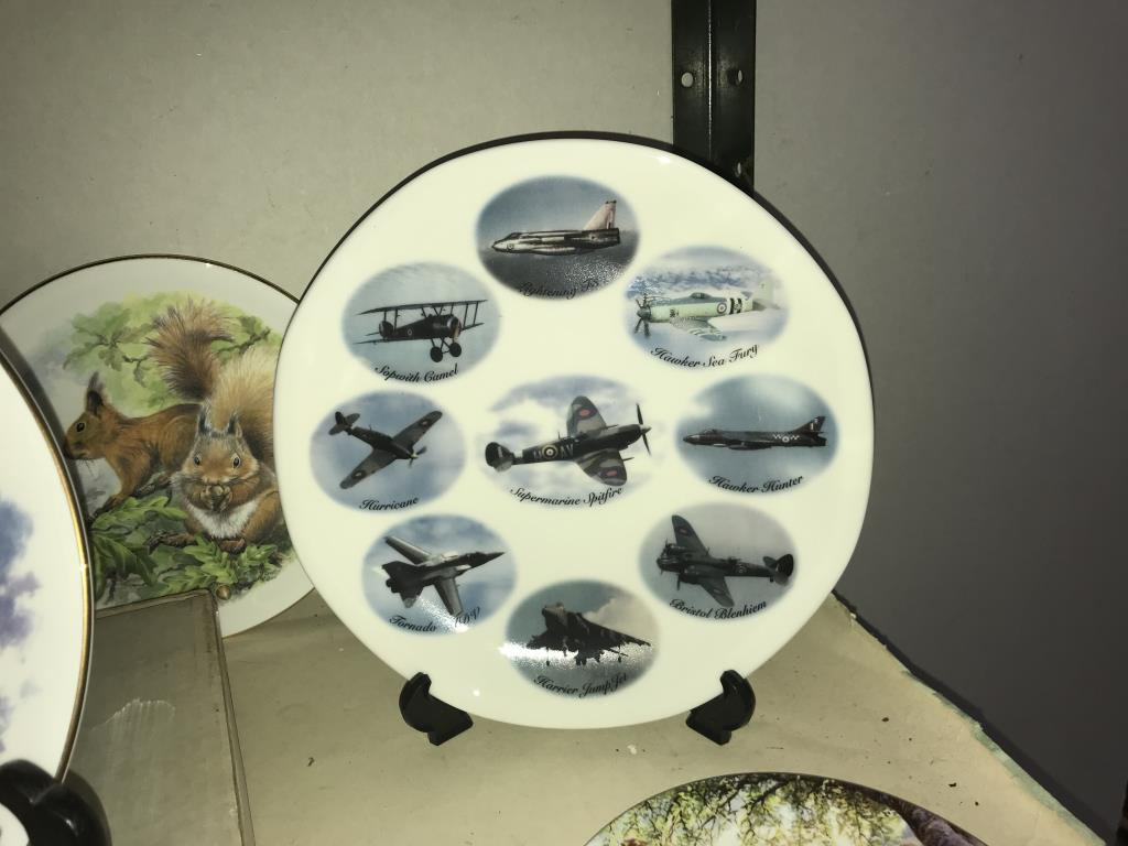 A selection of collectors cabinet plates including aircraft etc. - Image 12 of 12