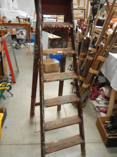 An old wooden step ladder. - Image 2 of 3