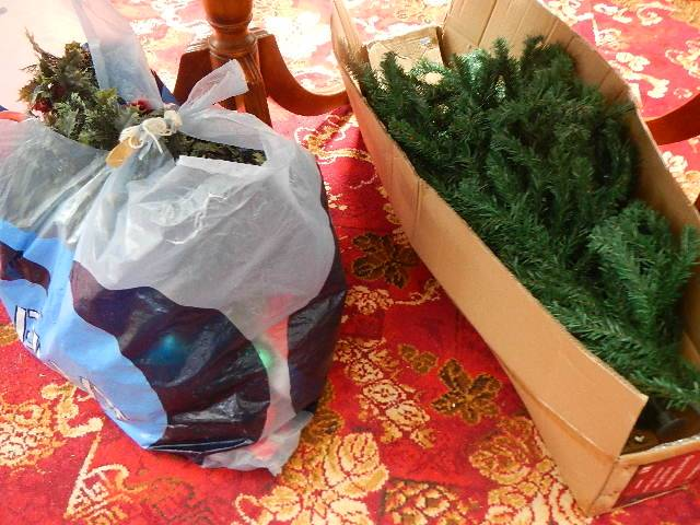 A quantity of Christmas decorations. - Image 4 of 4