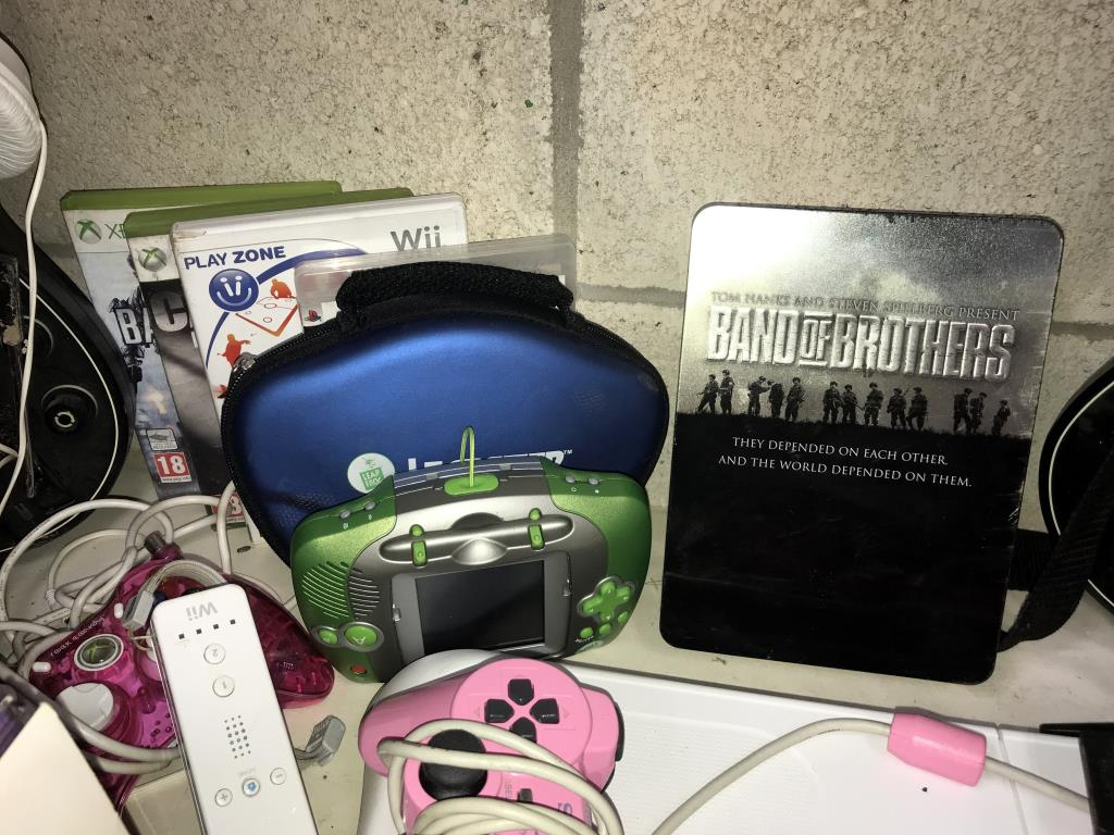 An Xbox 360, Nintendo Wii, 3 x DS's & a quantity of games including PlayStation 2 etc. - Image 5 of 11