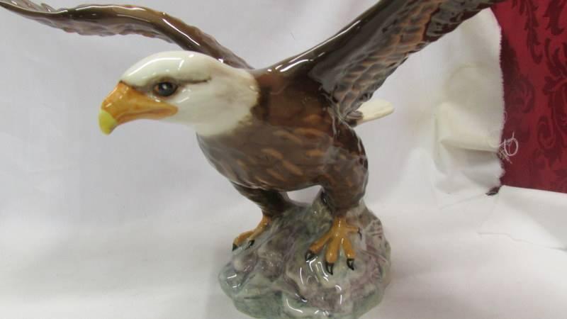 A Beswick bald eagle. - Image 2 of 3