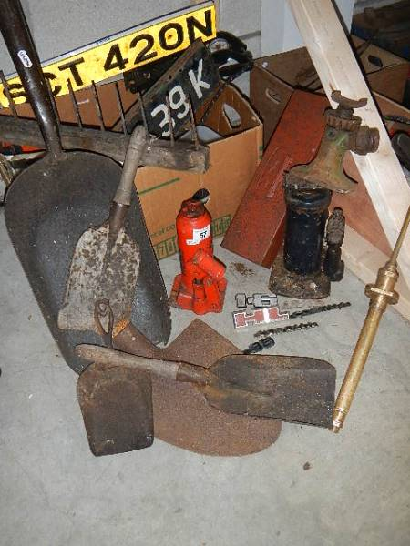 A mixed lot of old tools, car jacks etc. - Image 3 of 3