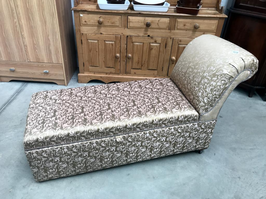 An Edwardian day bed,/chaise longue with blanket storage box (2 castors need re-fixing,
