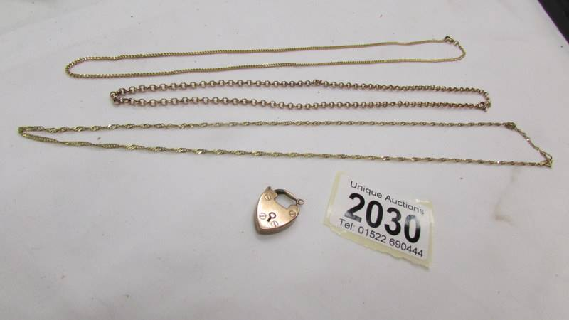 Three gold chains and a gold padlock, 10.3 grams.