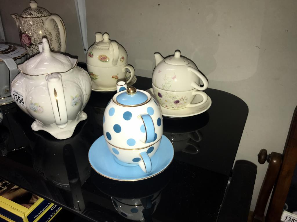 A good selection of pottery & porcelain teapots - Image 4 of 4