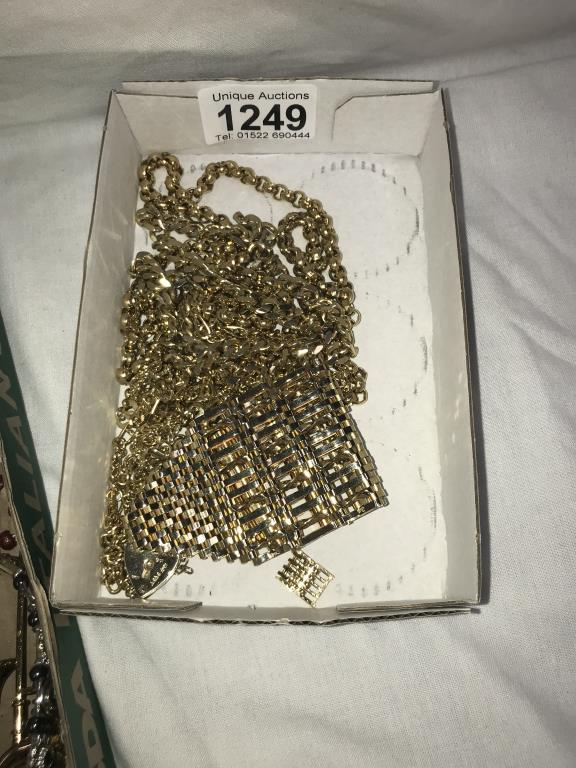 A good selection of costume jewellery - Image 2 of 3