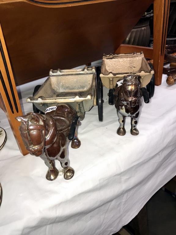 A pair of cast iron horse and cart ornaments - Image 2 of 2