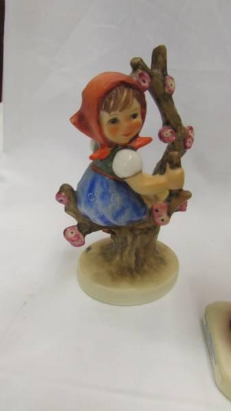 Siz Goebel/Hummel figurines. - Image 7 of 7
