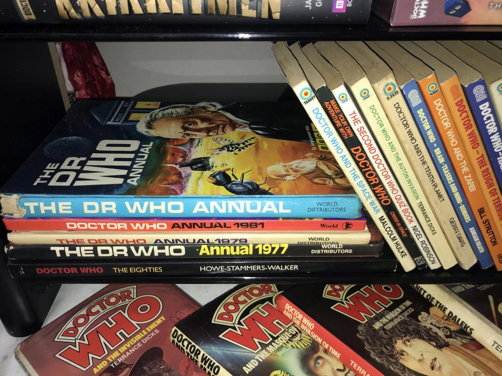 A good lot of vintage & modern Dr Who books, - Image 8 of 11