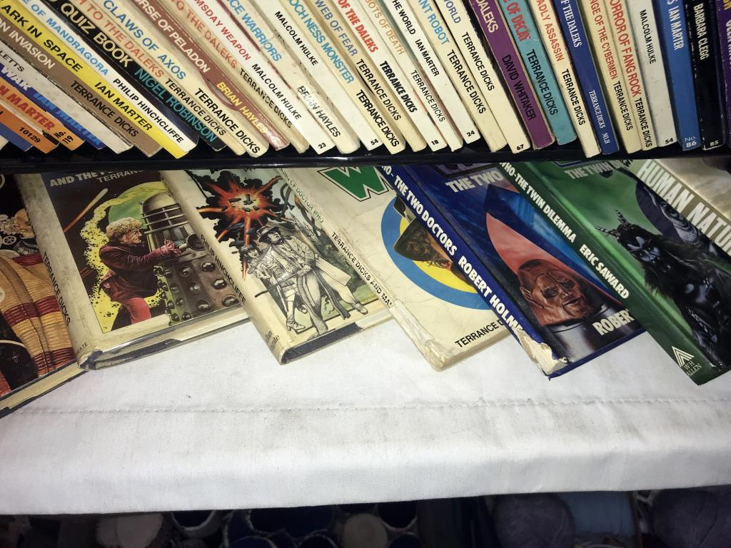 A good lot of vintage & modern Dr Who books, - Image 10 of 11
