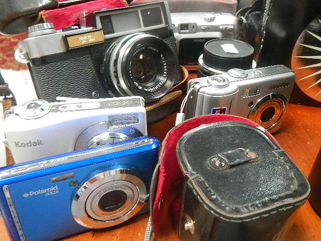 A mixed lot of camera's and lenses. - Image 3 of 3