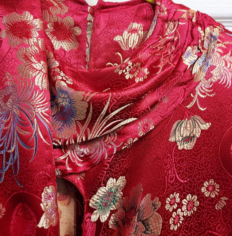 Red slim fit floral patterned evening gown with coordinating shawl – no size label - Image 3 of 3