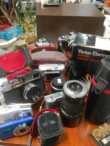 A mixed lot of camera's and lenses.