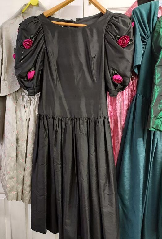 A collection of five evening gowns of varying designs and lengths, - Image 2 of 4