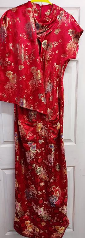 Red slim fit floral patterned evening gown with coordinating shawl – no size label - Image 2 of 3