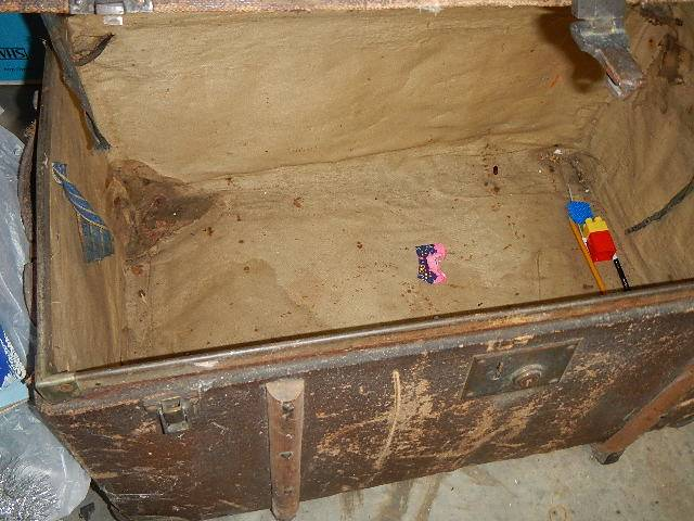 An old domed top trunk. - Image 2 of 2