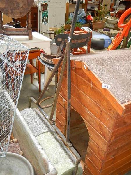 A good dog kennel. - Image 2 of 2