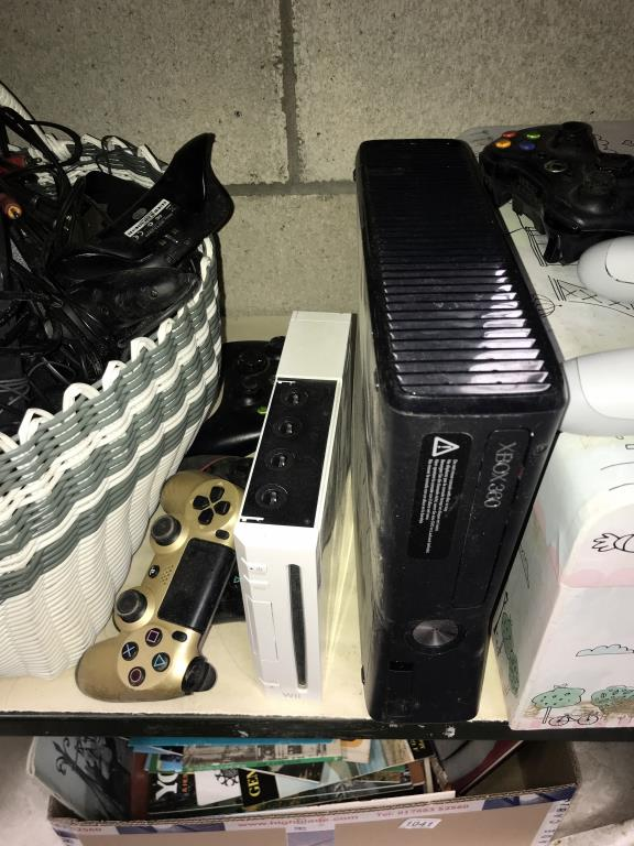 An Xbox 360, Nintendo Wii, 3 x DS's & a quantity of games including PlayStation 2 etc. - Image 10 of 11